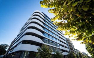 Varna, Bulgaria: a new residential building stands out for its eye-catching facade made of DuPont Corian® Exteriors