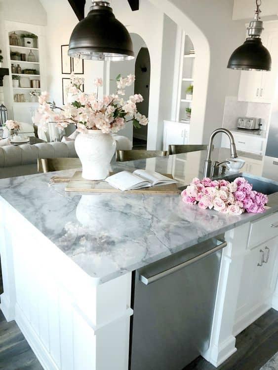 grey kitchentop with white base for a white open kitchen