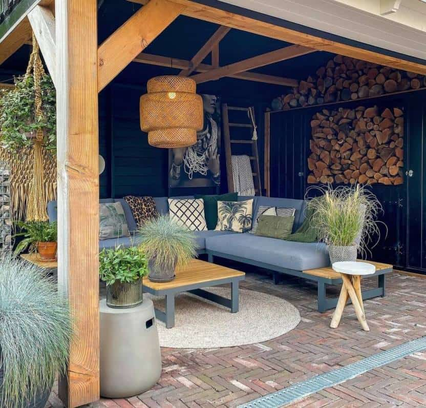 garden wall design with wood frame and panels