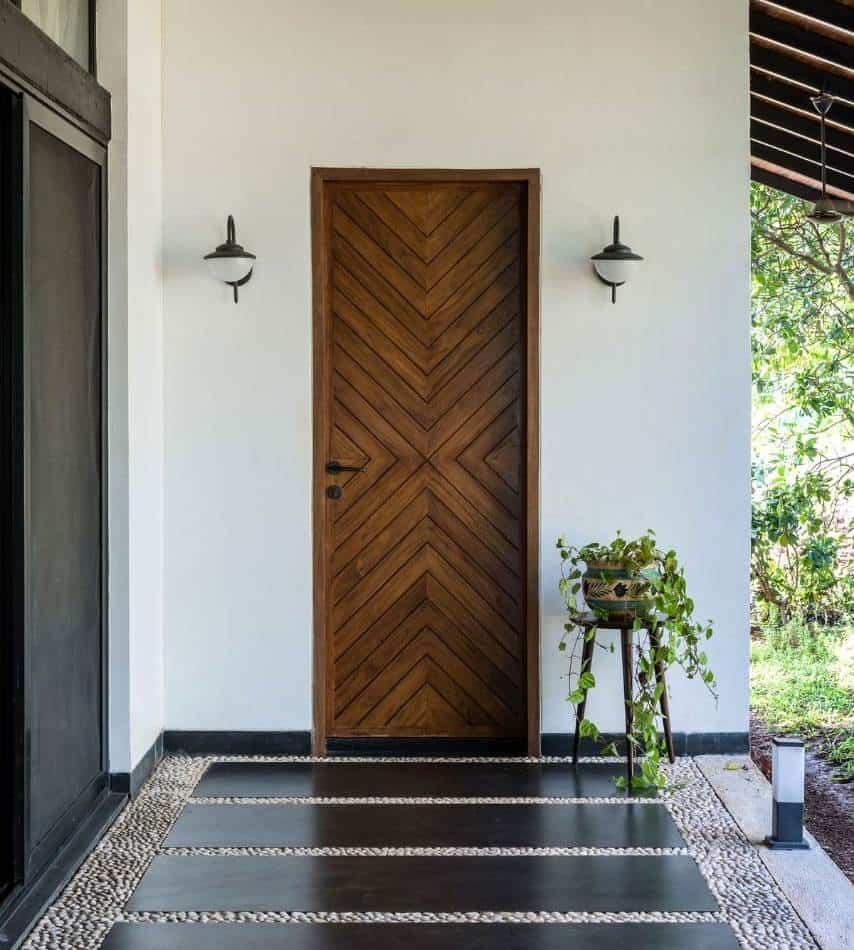 dark brown single leaf plywood door