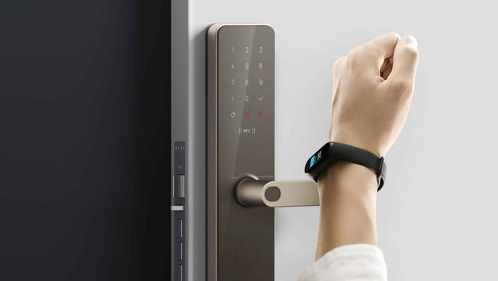 smart door locks with NFC and a fingerprint sensor that can replace a traditional padlock