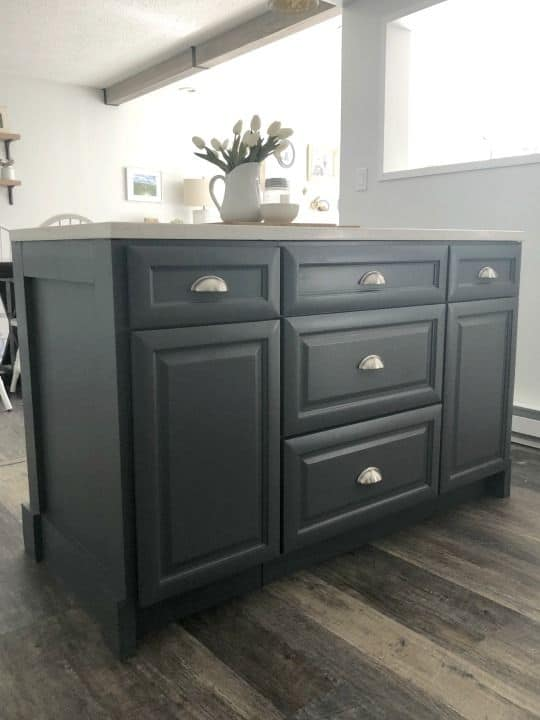Base kitchen cabinet for counterop