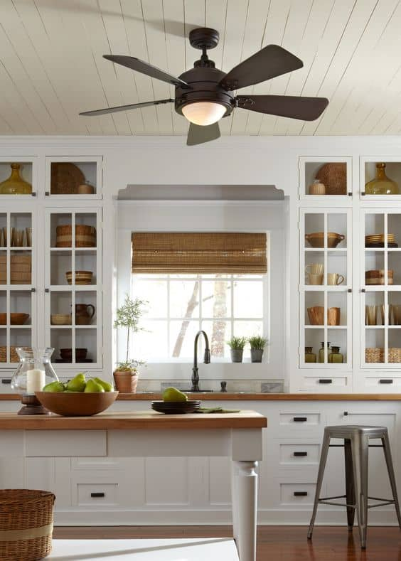 kitchen with lighting fixture