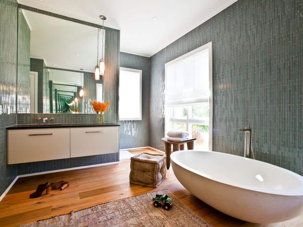 small bathroom with ceiling design and floor